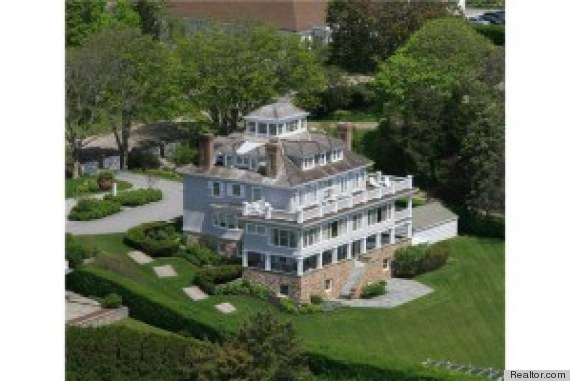 Taylor Swift Looks At Rhode Island Mansion Has Us Wondering Who