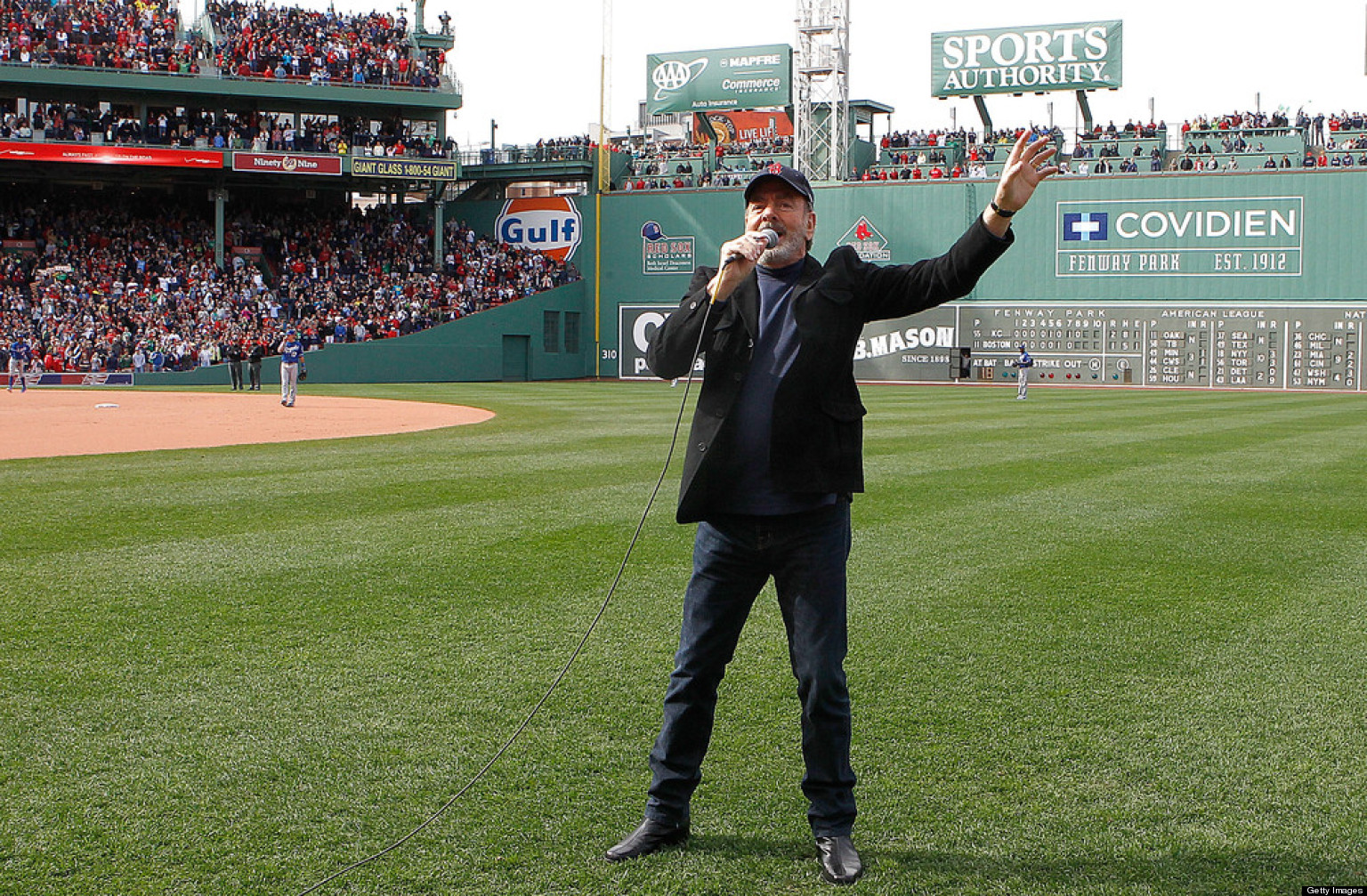 WATCH: Neil Diamond Sings 'Sweet Caroline' At Fenway