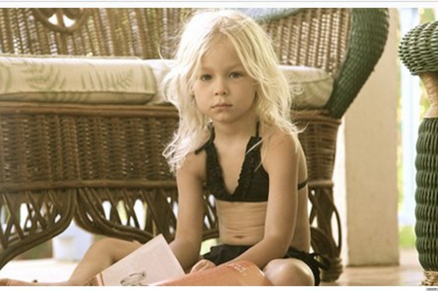 GWYNETH-PALTROW-KIDS-BIKINIS-facebook.jpg