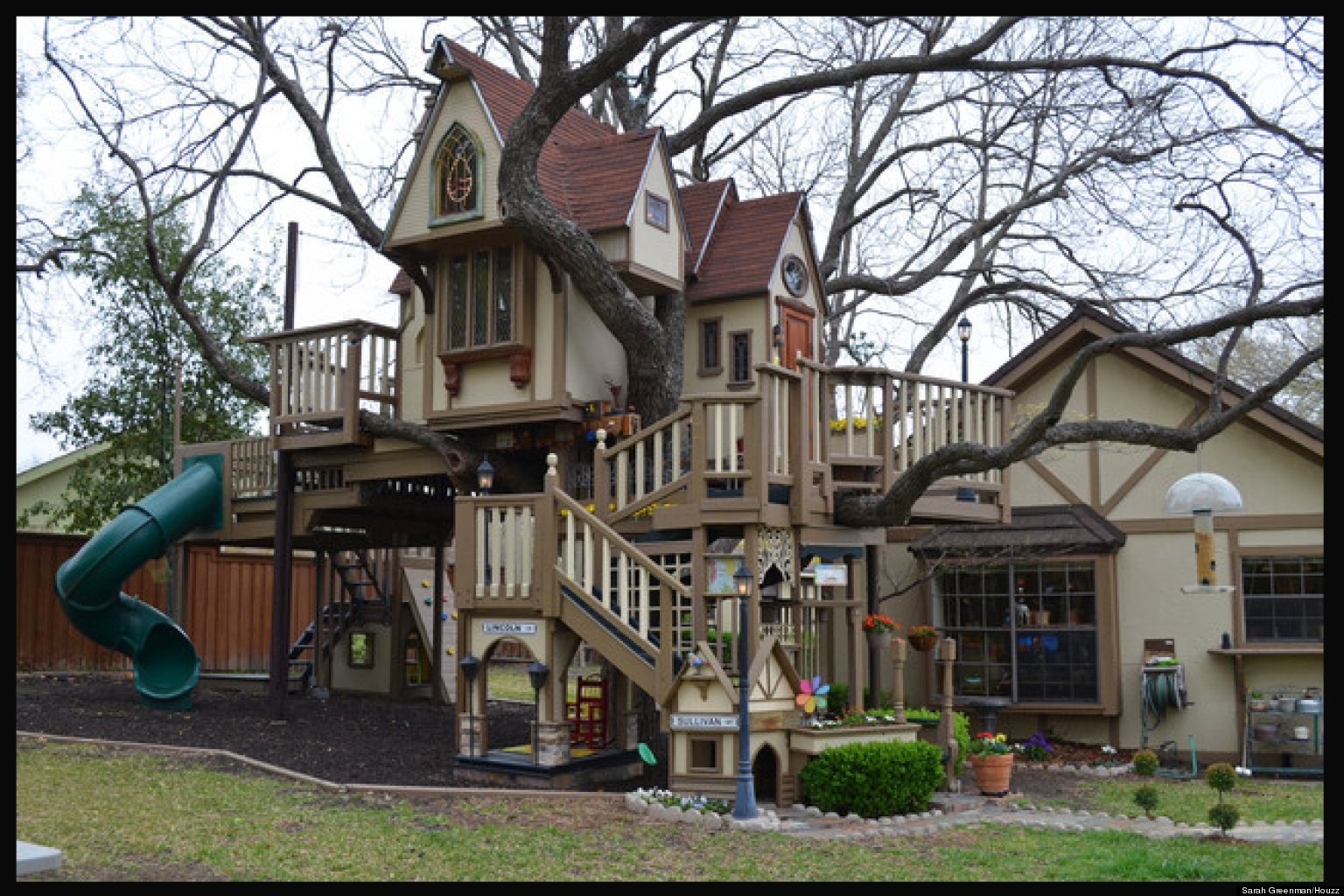 Grandparents Build Amazing Treehouse For Grandchildren
