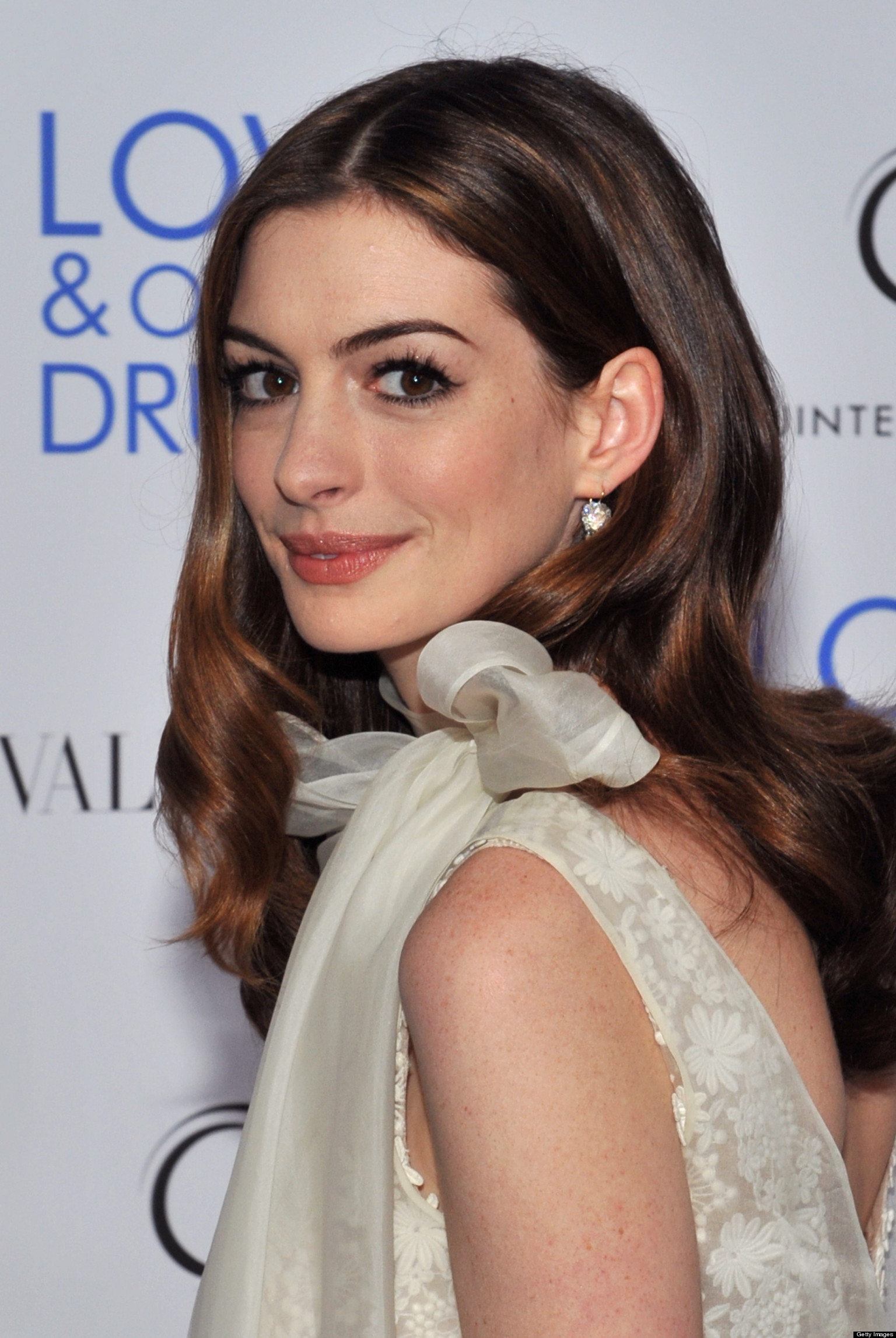 Anne Hathaway's Hair Is Growing Out And We're Really