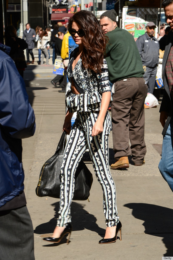 Stomach window: What is Selena Gomez wearing…? (LOOK)