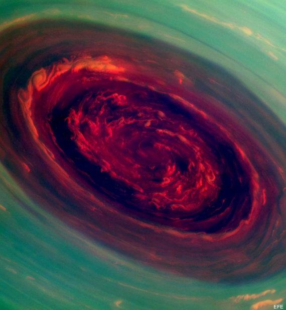 foto huracan saturno