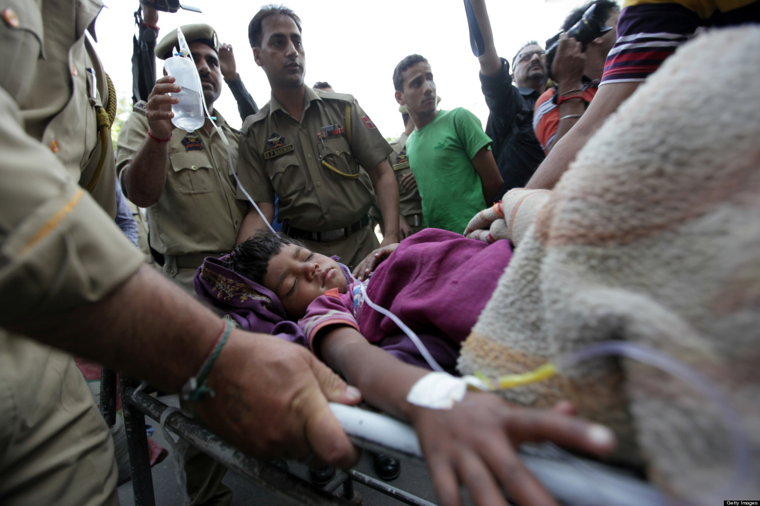 INDIA-EARTHQUAKE-2013-facebook.jpg