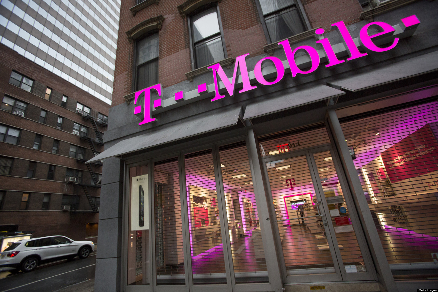 t mobile allegedly forced pregnant woman to clock out to use the bathroom huffpost. Black Bedroom Furniture Sets. Home Design Ideas