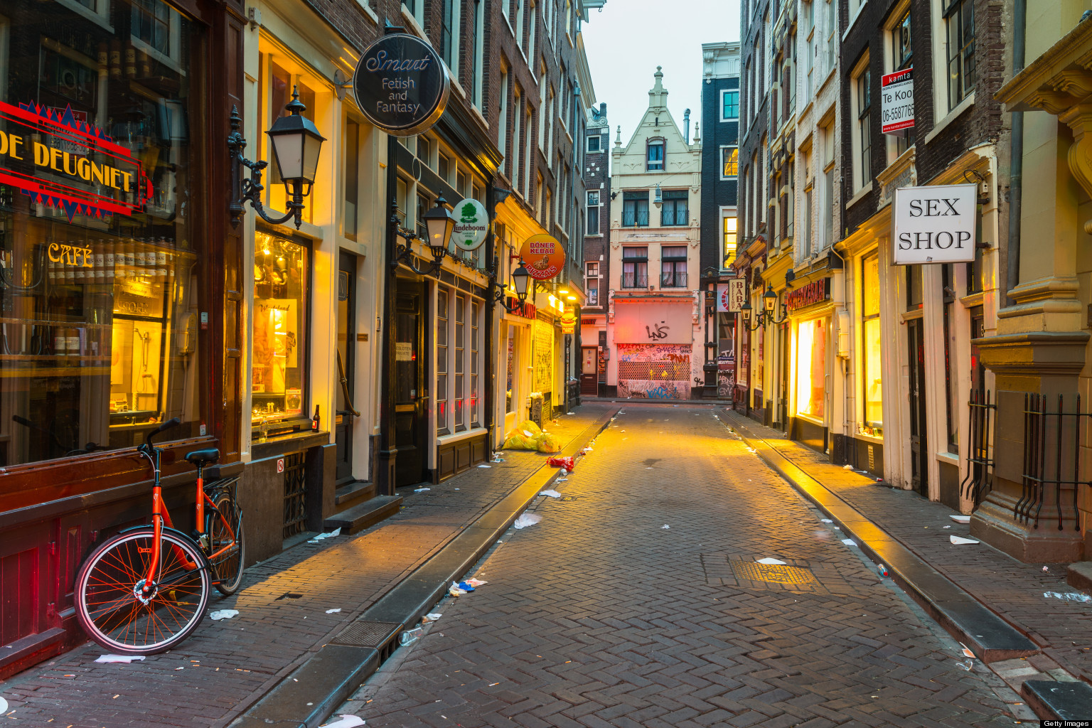 amsterdam 39 s red light district by night huffpost. Black Bedroom Furniture Sets. Home Design Ideas