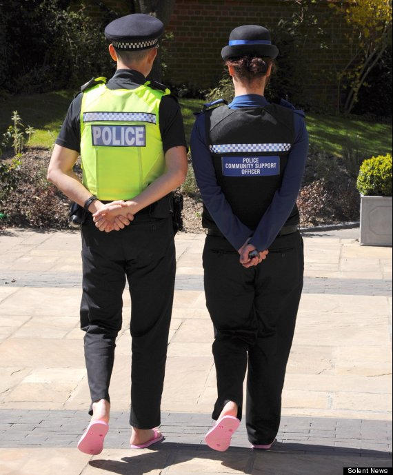 hampshire police in pink flip flops