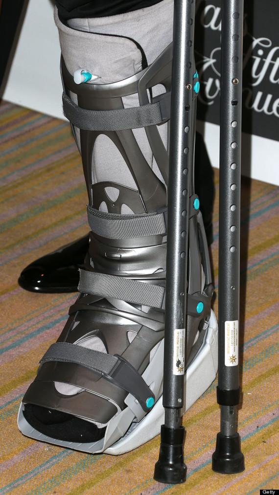 kobe bryant crutches