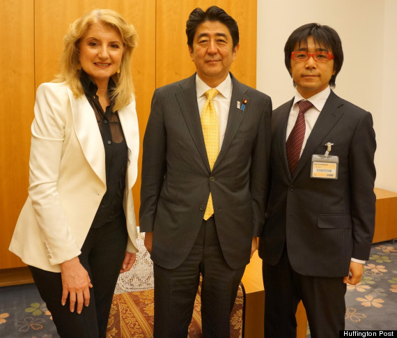 arianna huffington and shinzo abe