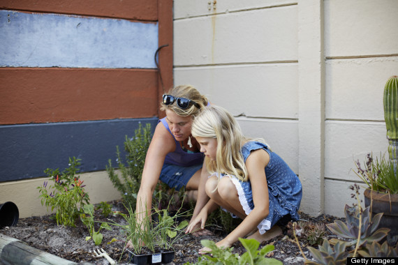 gardening mom daughter
