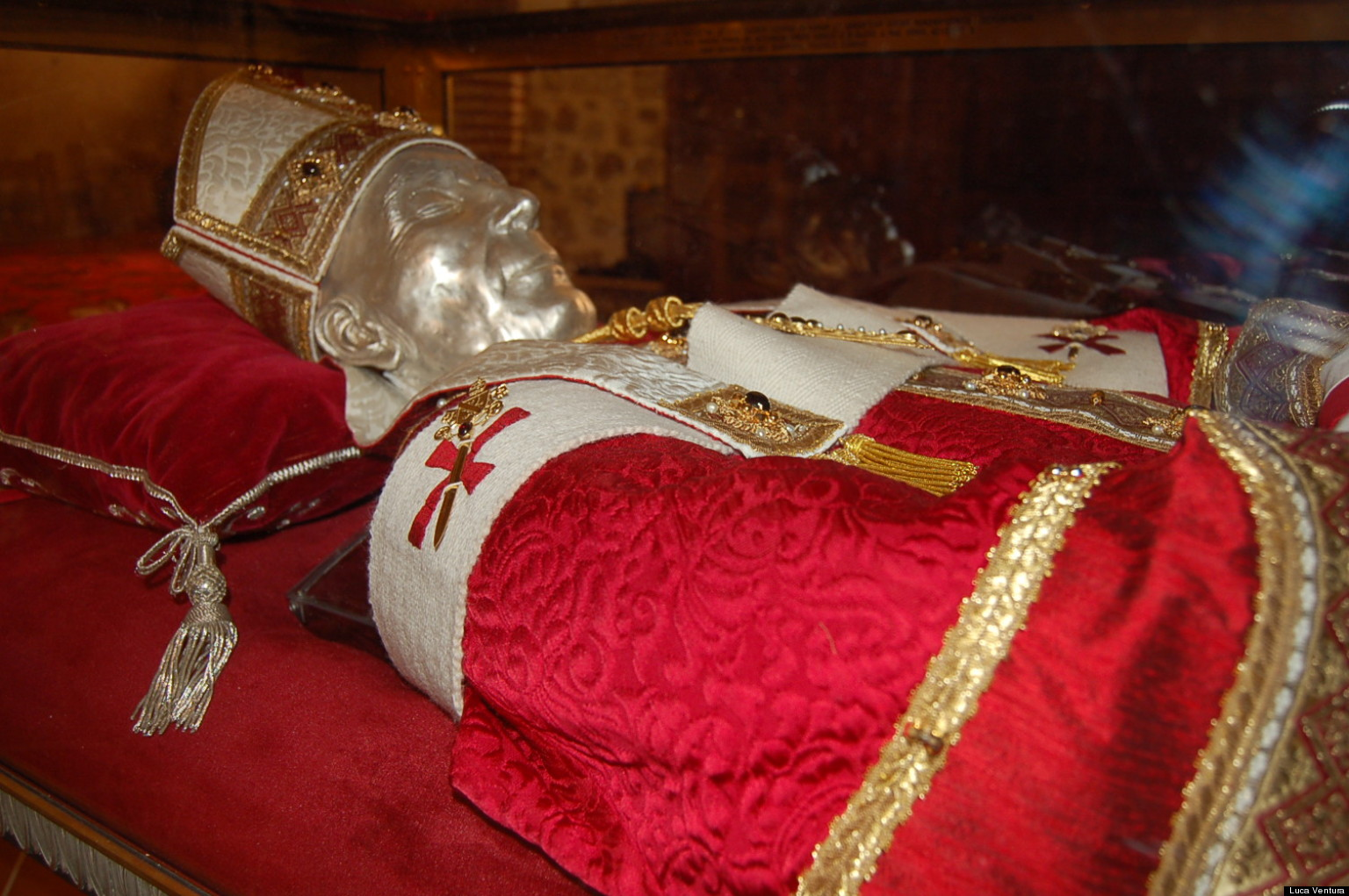 'Hermit Pope's' Skeleton Examined In Medieval Mystery Case