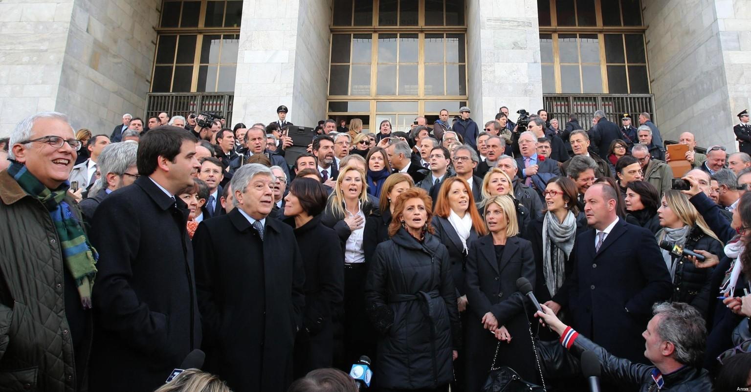 Silvio berlusconi convoca tutti i parlamentari del pdl per for Parlamentari pdl
