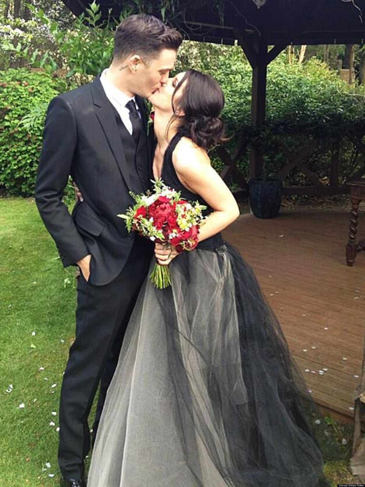 Shenae Grimes Married Actress Wears Black As She Ties The