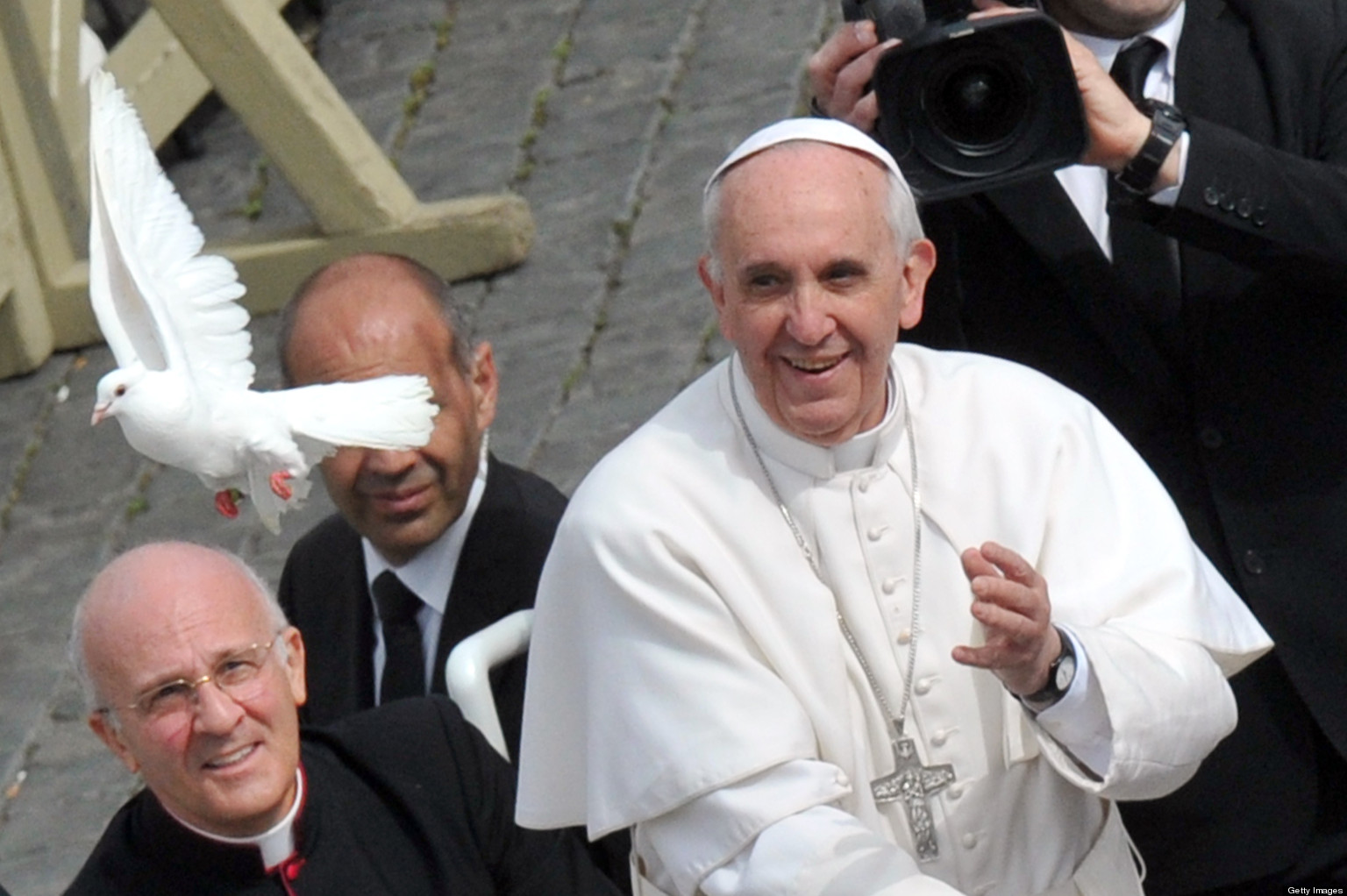 Pope Francis Liberates Doves!