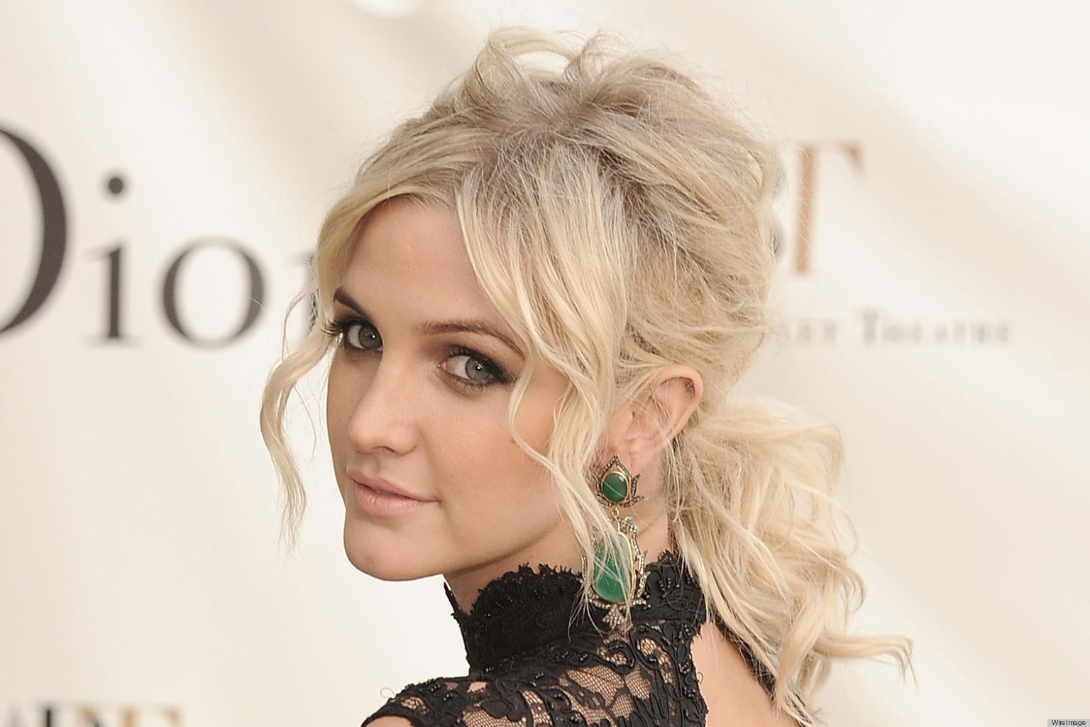 PHOTOS: Ashlee Simpson Goes Backless To The Ballet