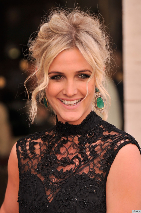 Ashlee Simpson S Backless Dress Brings Her To The Front Of