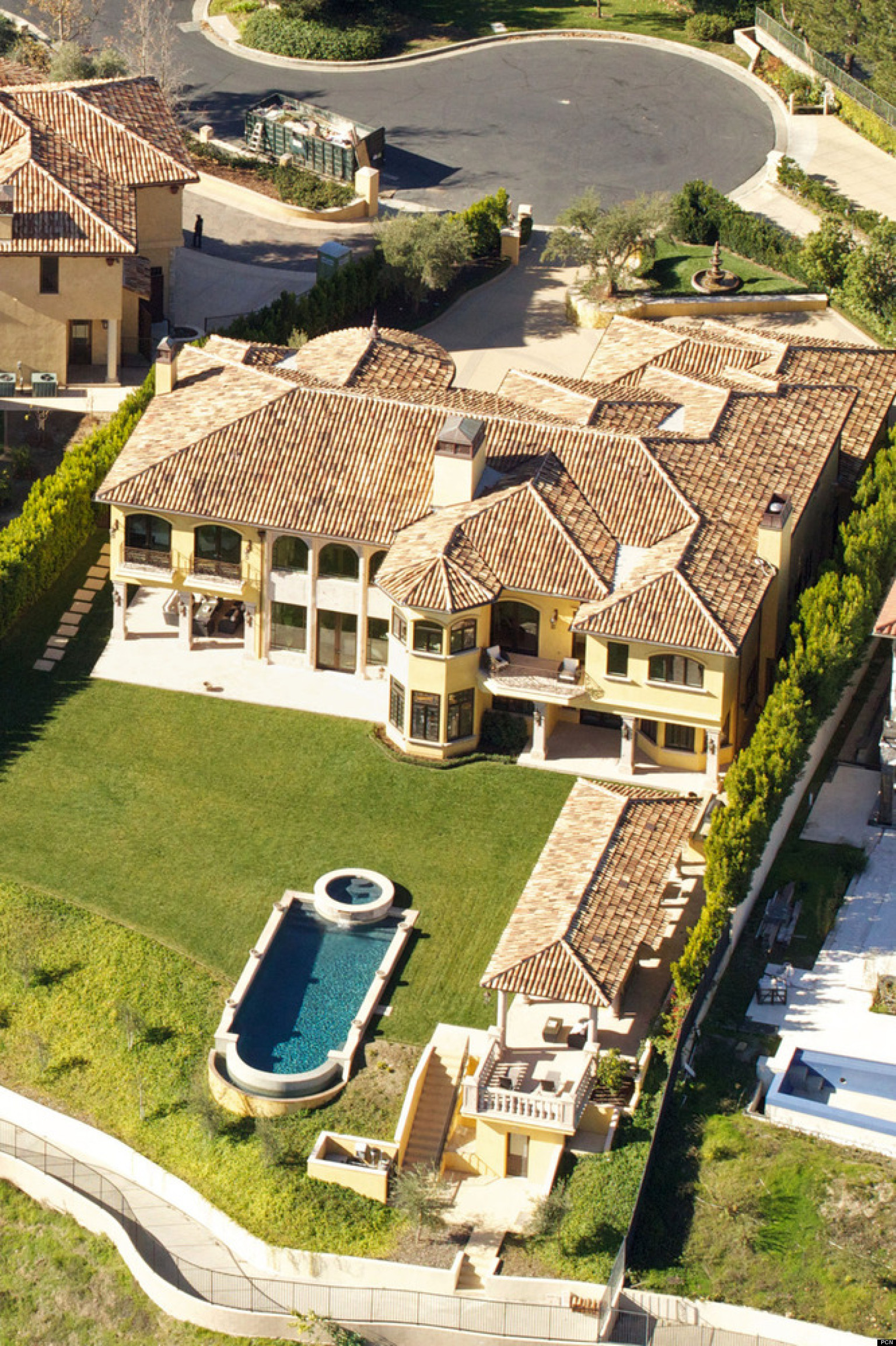 Celebrity homes 37 amazing celeb abodes that will make for Stars houses in la
