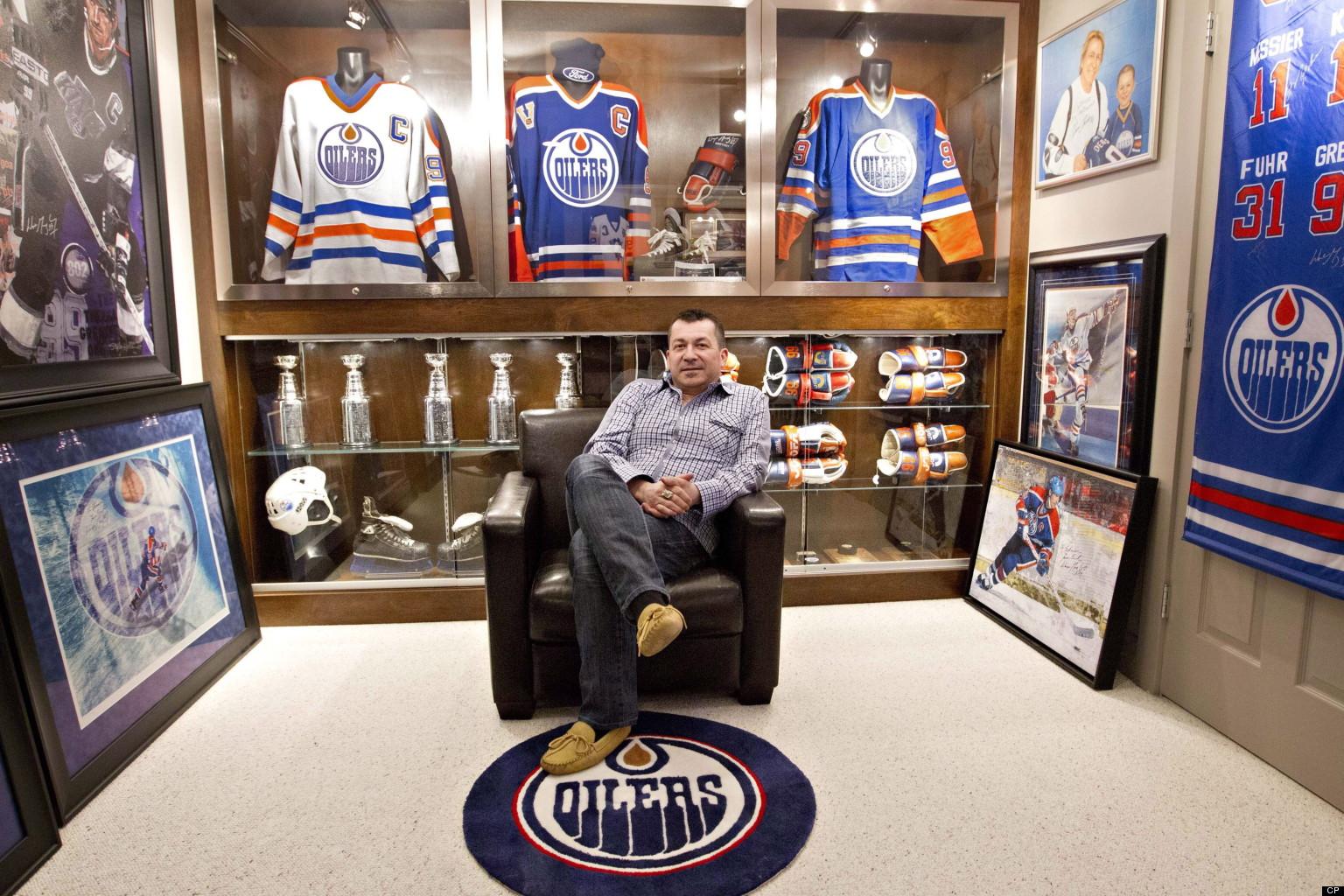 Wayne Gretzky Memorabilia Superfan Sells Massive