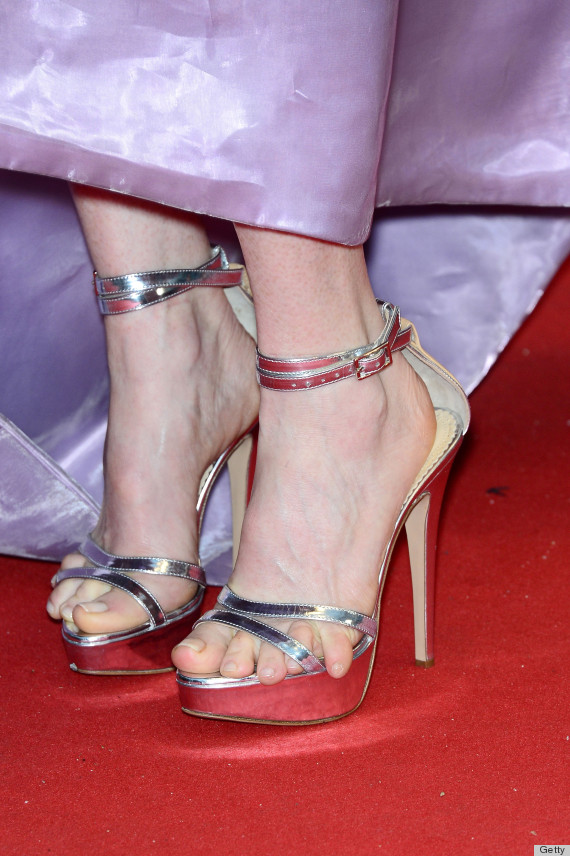Julianne Moore's Shoes Look Incredibly Painful (PHOTOS ...