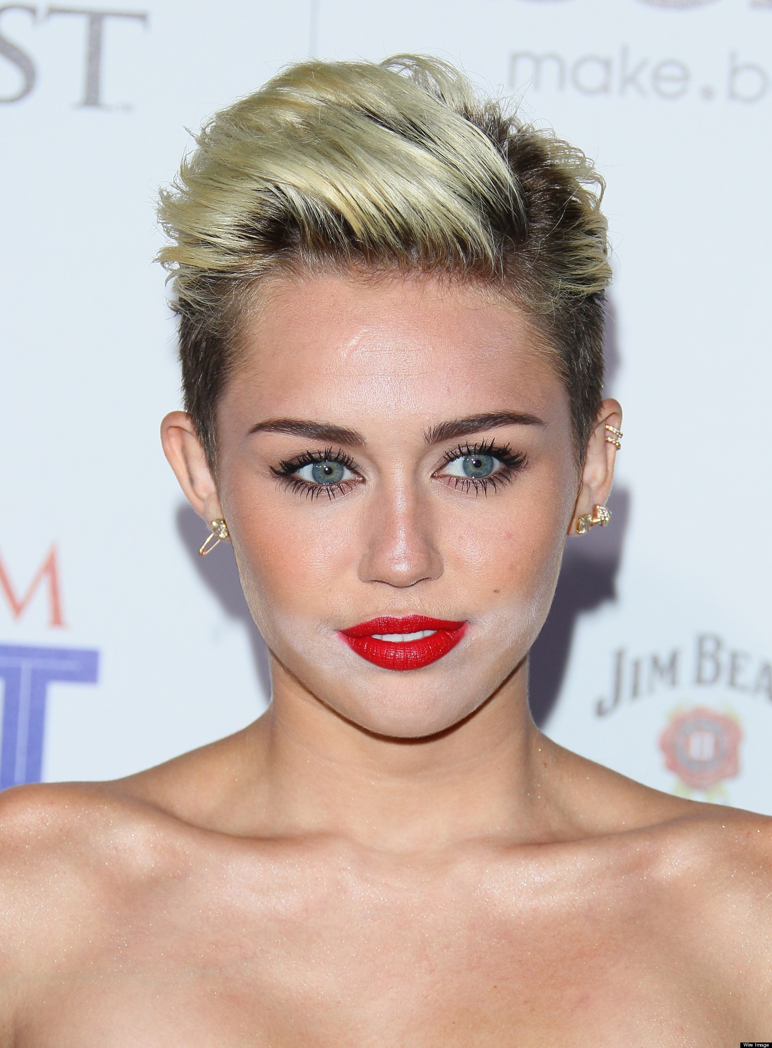 Miley Cyrus Has Make Up Disaster At Maxim Hot 100 Party ...