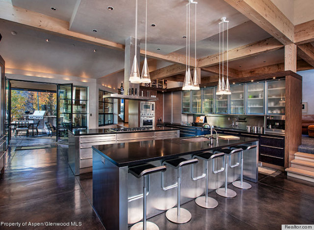 10 gorgeous kitchen designs that 39 ll inspire you to take up for Large kitchen designs photos