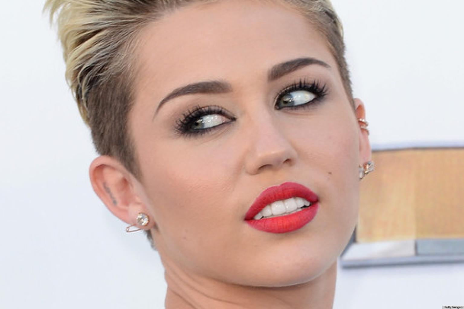 PHOTOS: Miley Cyrus Decides To Wear Pants To The 2013 Billboard Music Awards