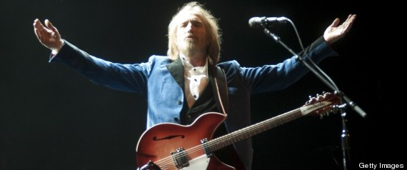 review tom petty and the heartbreakers at nyc 39 s beacon theatre mike hogan. Black Bedroom Furniture Sets. Home Design Ideas
