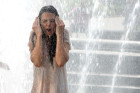 Katie Holmes Gets Soaked By Water Fountain!...