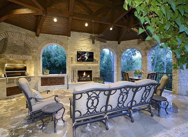 These amazing outdoor kitchens make eating inside for Outdoor kitchen designs houston texas