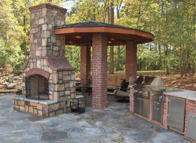 These Amazing Outdoor Kitchens Make Eating Inside Completely ...