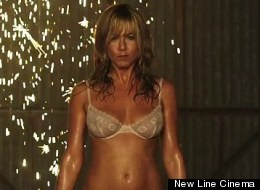 WATCH: Jennifer Aniston Strips In 'We're The Millers'