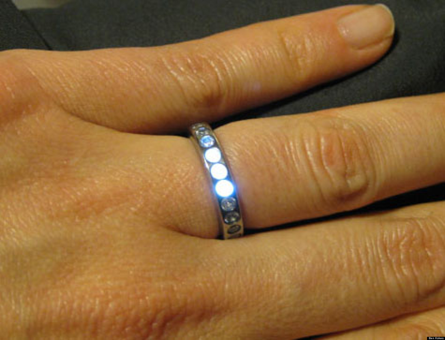 LED Wedding Ring Lights Up When Groom-To-Be Is Near (PHOTOS