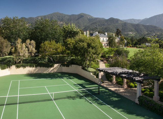 homes with tennis courts