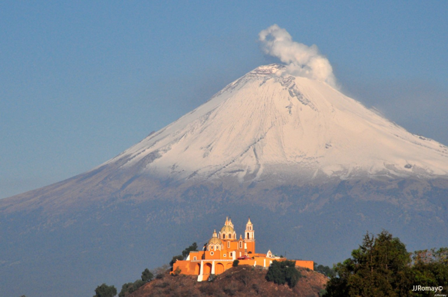 iztaccihuatl and popocatépetl Iztaccihuatl popocatepetl cancel the smoking mountain: the story of popocatépetl and iztaccíhuatl [an aztec legend] (graphic myths and legends) sep 1, 2009 .