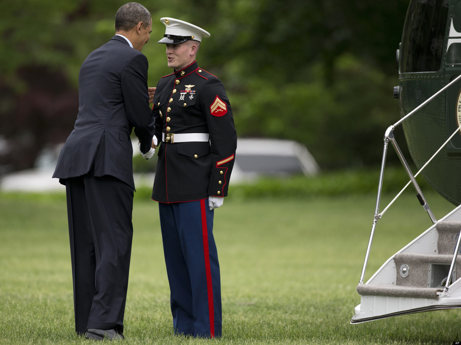 White house front yard images amp pictures becuo - Obama Forgets To Salute Marine Awkwardly Makes It Up To Him Huffpost