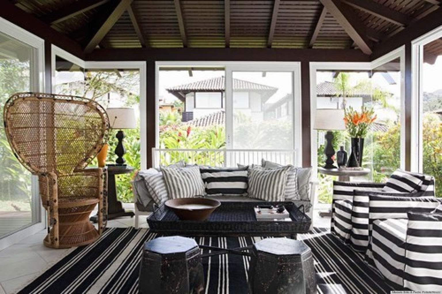 10 Impressive Sunrooms That We Need To Sip Lemonade In