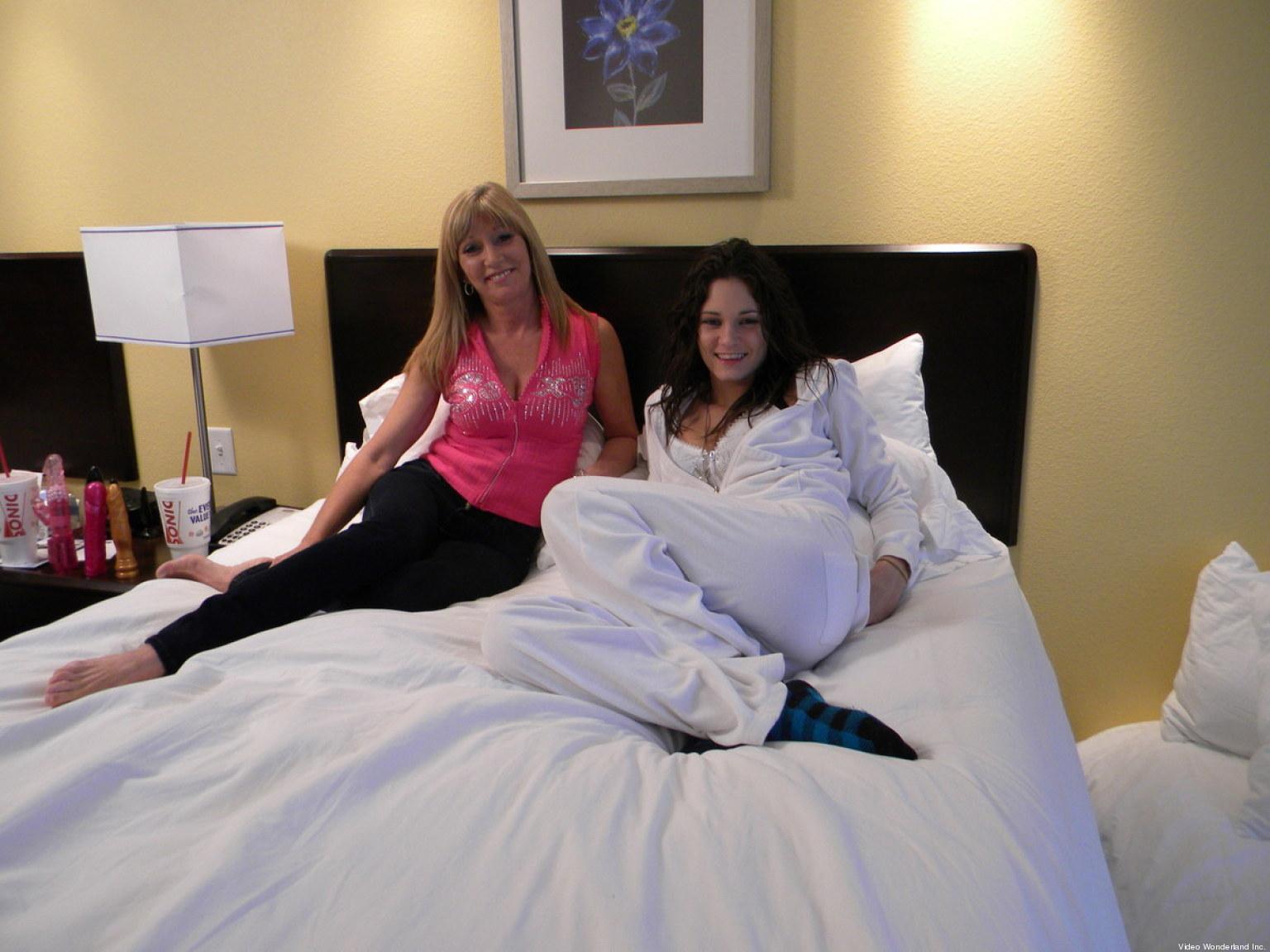 photos les sexxxton le duo porno m re fille recherche un duo p re fils pour un nouveau film. Black Bedroom Furniture Sets. Home Design Ideas