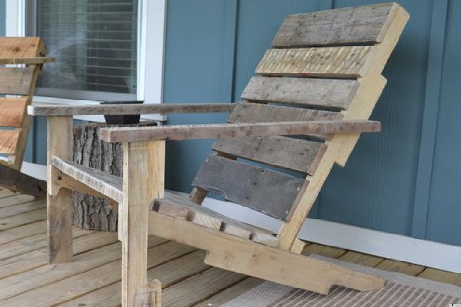 Build Your Own Wooden Deck Chair From A Pallet -- For $10!