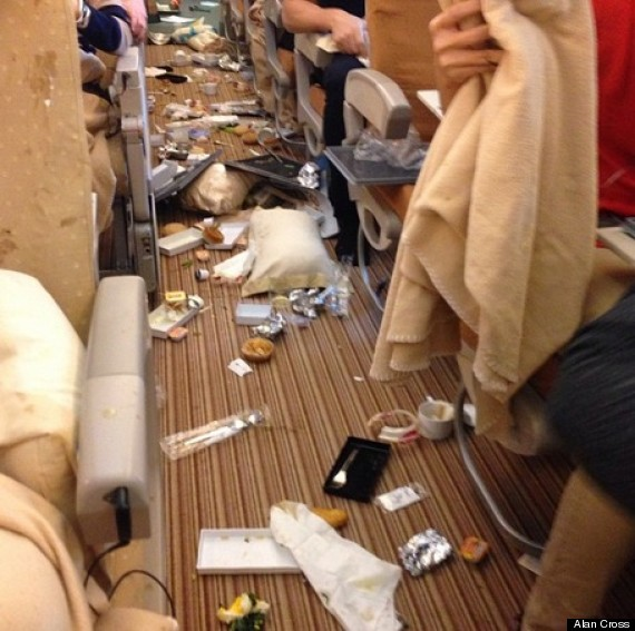 Singapore Airlines Turbulence: Breakfast Is Served (On The Ceiling ...