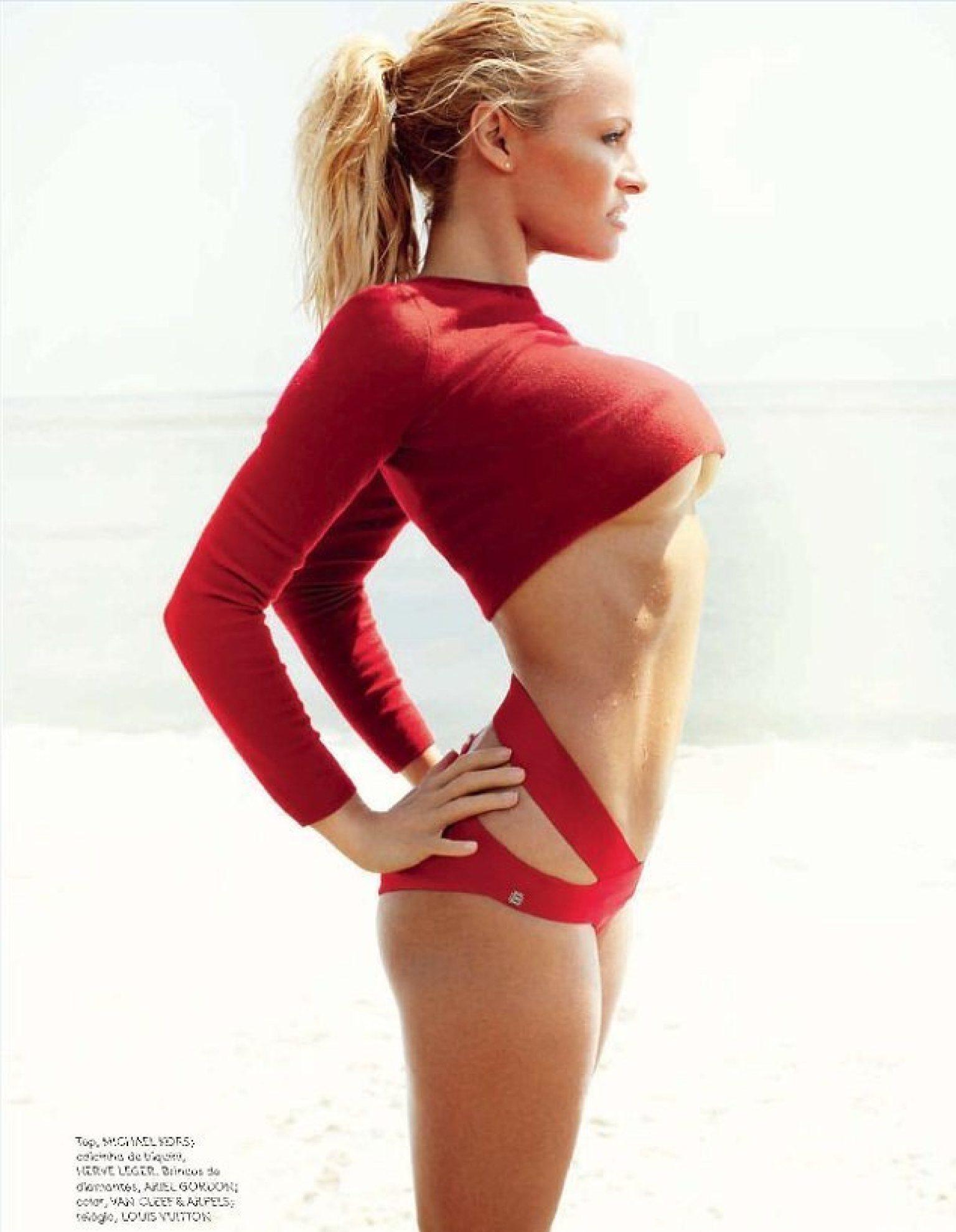 Photos de pamela anderson dans un bikini string