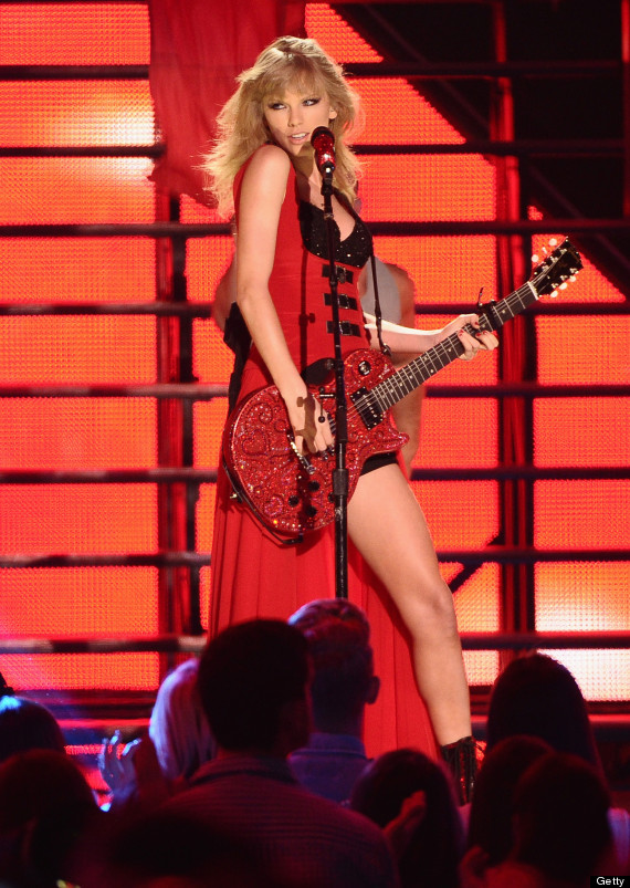 Taylor Swift Rocks Short Shorts, Bustier At CMT Awards (PHOTOS)