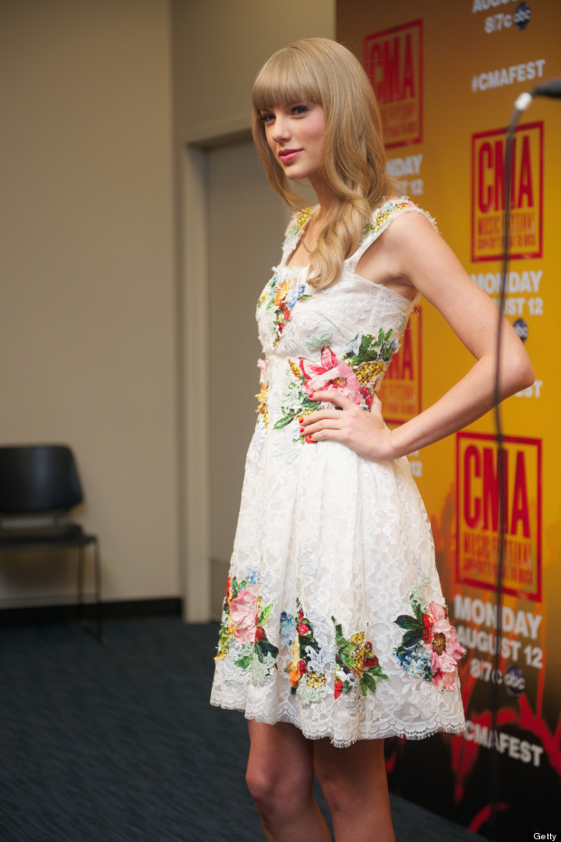 In Bloom Taylor Swift Wows In Floral Print At CMA Press