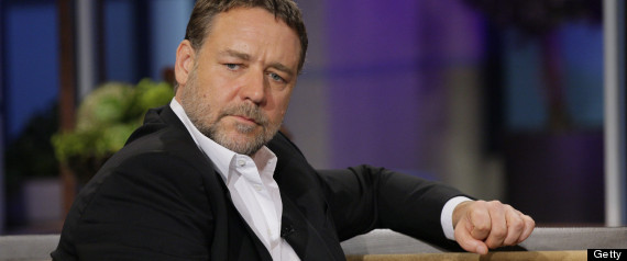 RUSSELL CROWE ITCHY