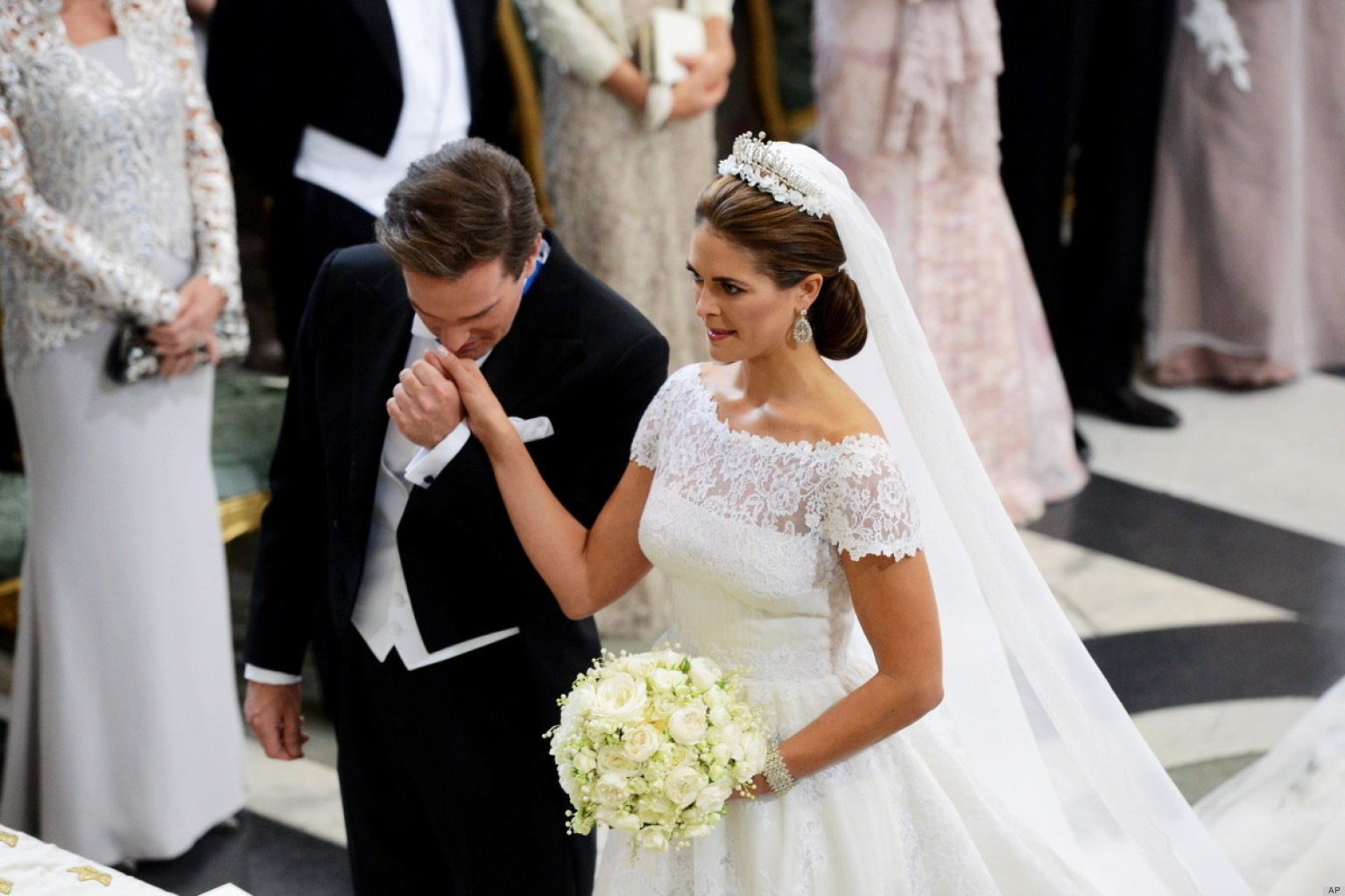 SWEDISH-ROYAL-WEDDING-facebook.jpg