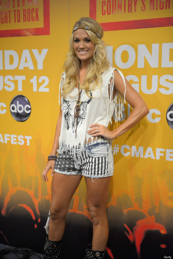 carrie underwood short shorts