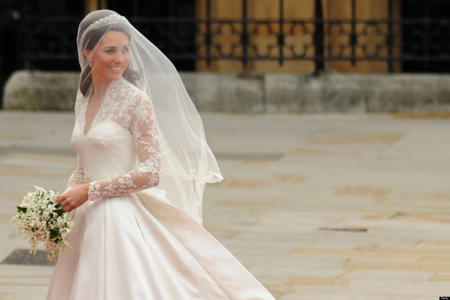 Modern royal wedding dresses kate middleton princess for Princess catherine wedding dress