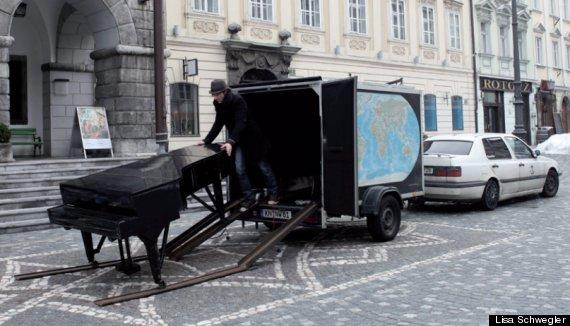 pianist taksim square