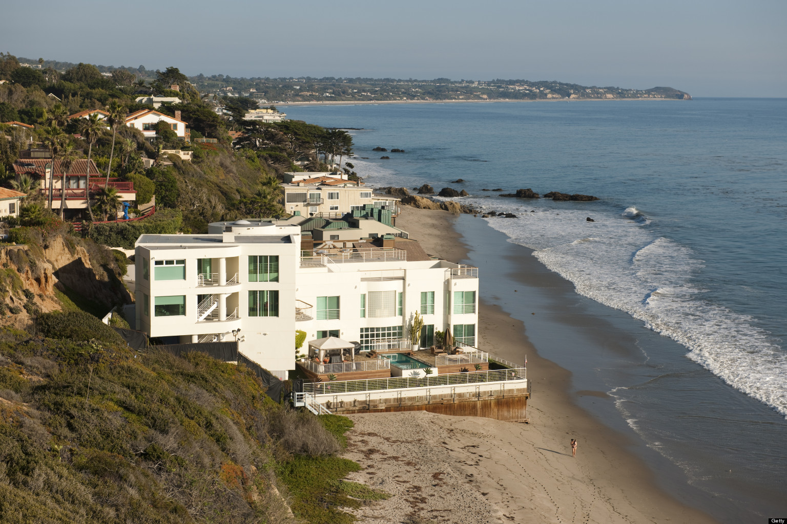 Malibu is awash in expensive beach homes for sale huffpost for Malibu california beach houses