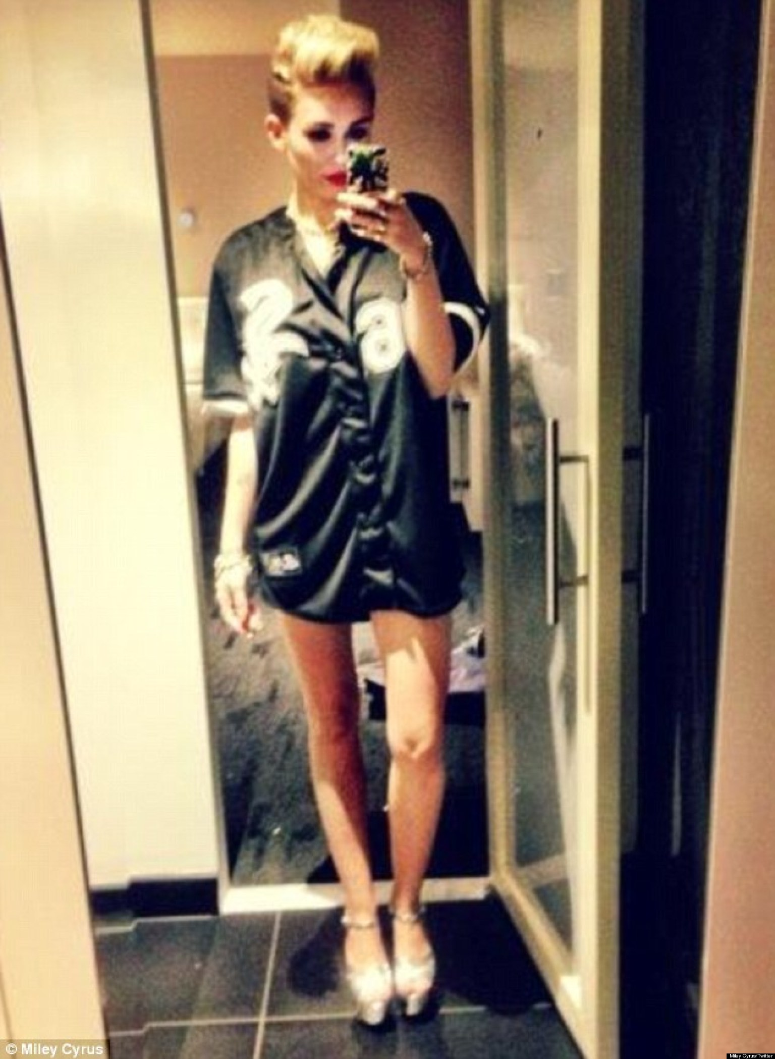 Miley Cyrus' Latest Twitter Photo Has Her Posing In A ...