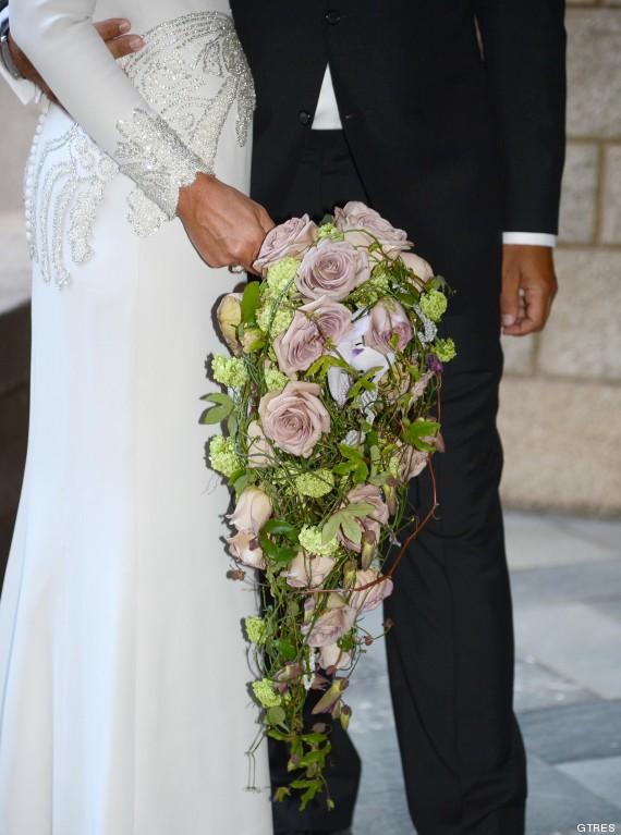 rosa clara su ramo de novia